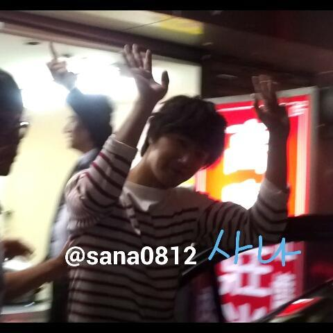 2012 10 23 Jung II-woo travels to Taiwan. Hanging out!00001