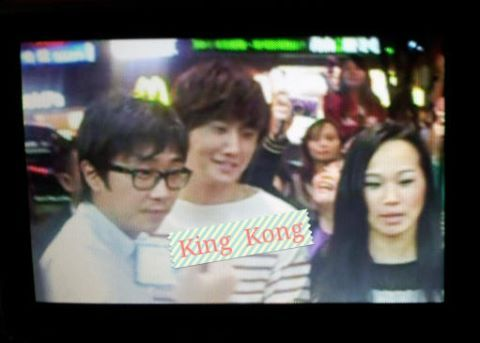 2012 10 23 Jung II-woo travels to Taiwan. Hanging out!00002