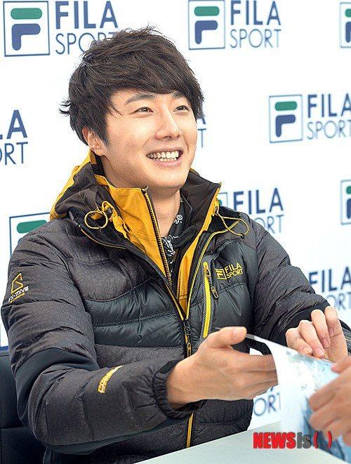 2012 11 3 Jung II-woo for FILA's Green Campaign00042