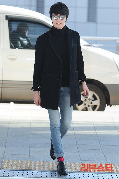 2012 11 30 Jung II-woo at the MAMA Awards Airport Arrival00001