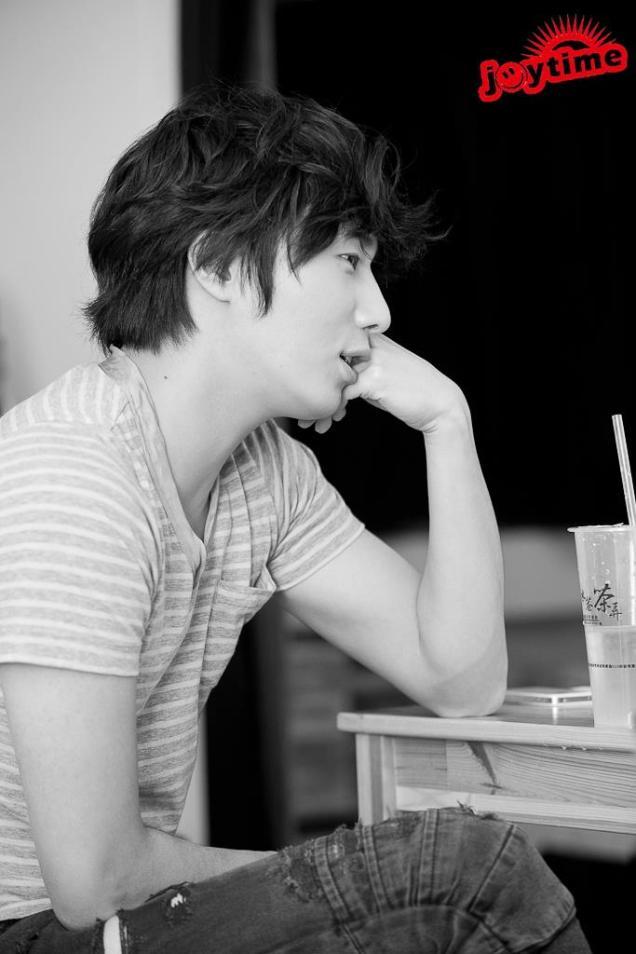2012 11 Jung II-woo for Trendy Magazine00005