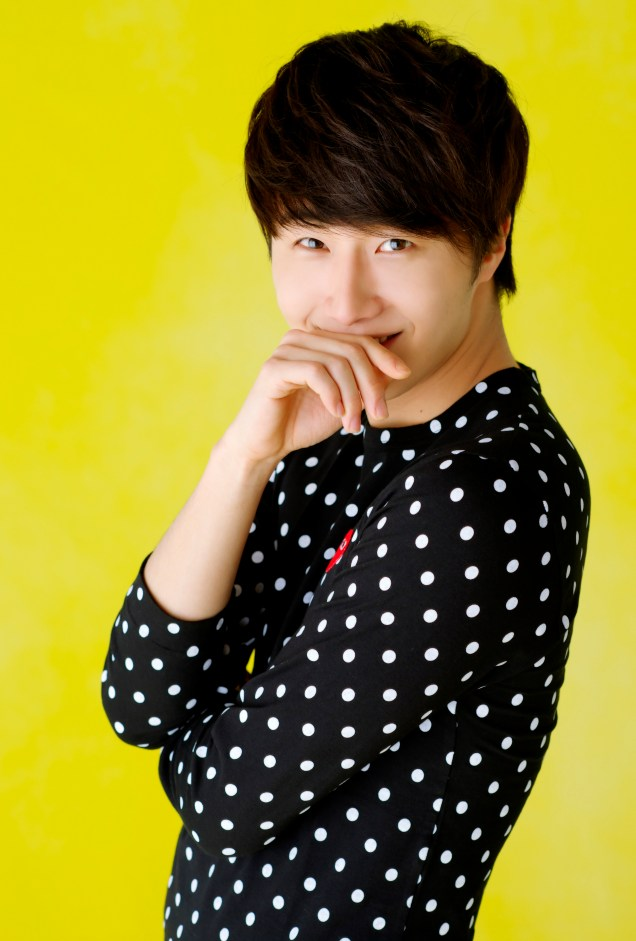 2012 5 29 Jung II-woo for KStyle Polka Dots Yellow Background 00001