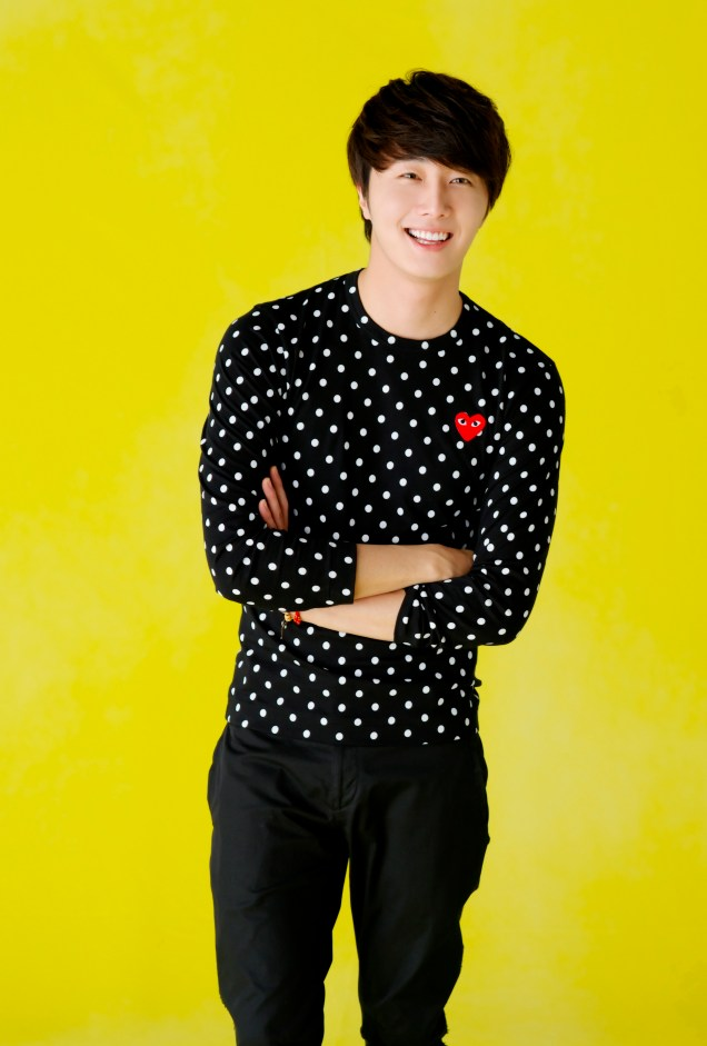 2012 5 29 Jung II-woo for KStyle Polka Dots Yellow Background 00002
