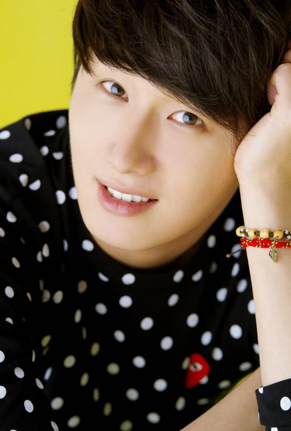 2012 5 29 Jung II-woo for KStyle Polka Dots Yellow Background 00005