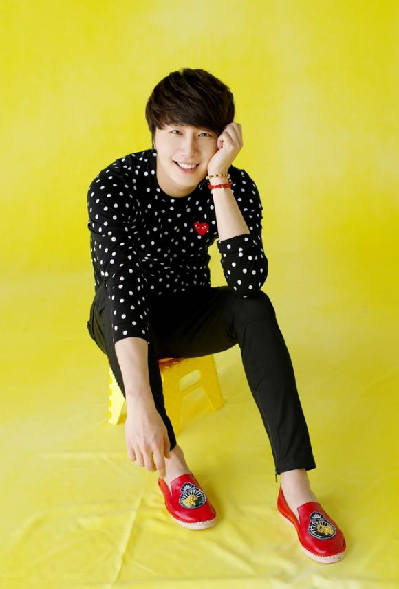 2012 5 29 Jung II-woo for KStyle Polka Dots Yellow Background 00007