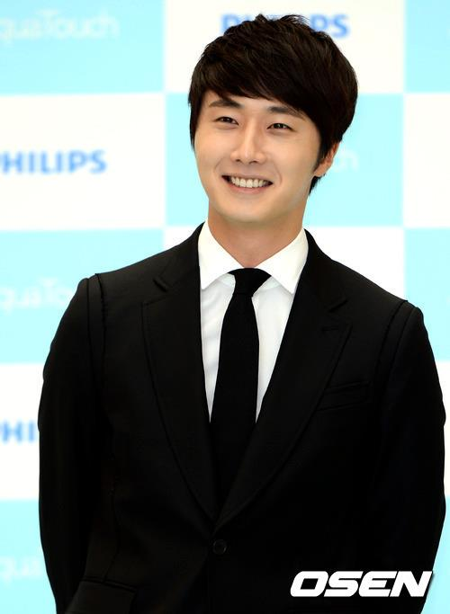 2012 5 Jung II-woo in Philip's Event for winning best skin among male college students 00008