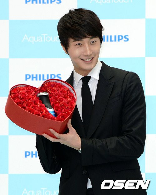 2012 5 Jung II-woo in Philip's Event for winning best skin among male college students 00013