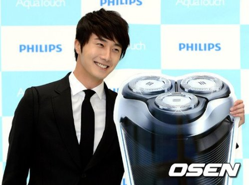 2012 5 Jung II-woo in Philip's Event for winning best skin among male college students 00021