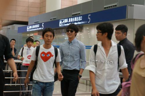 2012 6 15 Jung II-woo Shanghai Airport arrival00003