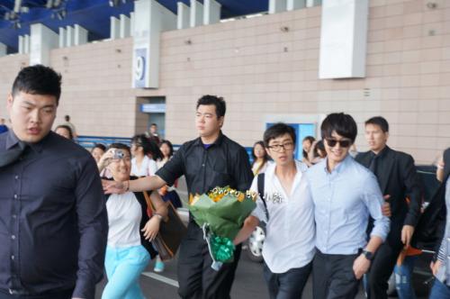 2012 6 15 Jung II-woo Shanghai Airport arrival00006