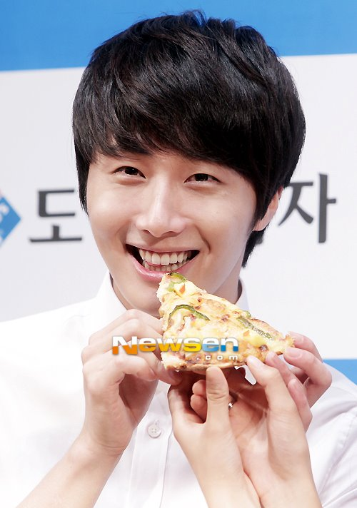2012 6 Jung II-woo for Domino's Pizza 00031