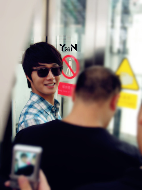 2012 7 3 Jung II-woo airport arrival to Beijing, China. 00012