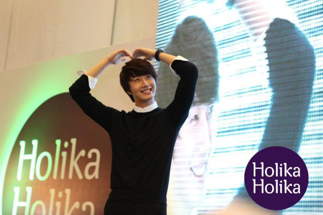 2012 9 23 Jung II-woo in Holika Holika's Fan Meet in Malaysia 00045