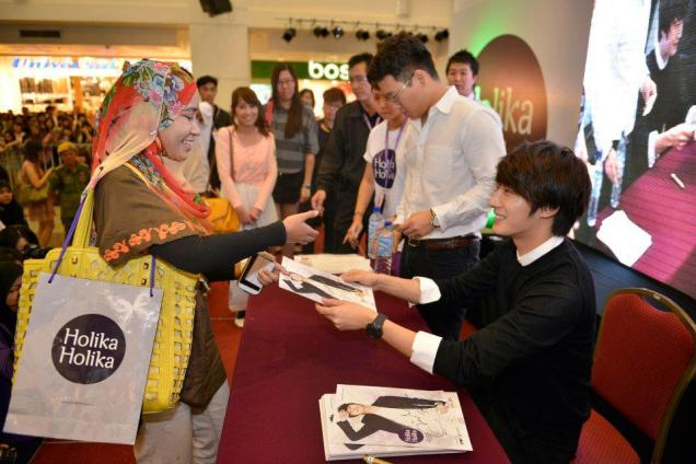 2012 9 23 Jung II-woo in Holika Holika's Fan Meet in Malaysia 00067