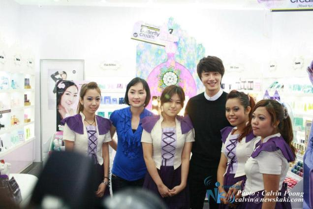 2012 9 23 Jung II-woo in Holika Holika's Fan Meet in Malaysia 00127