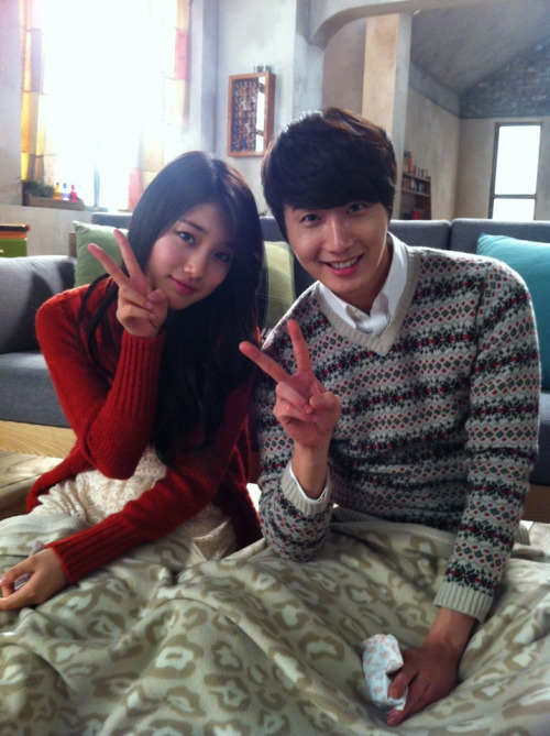 2012 Jung II-woo and Miss A Suzy BTS Domino's Pizza00001.jpg