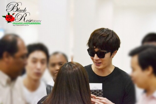 2013 2 22 Jung II-woo in Holika Holika Event in Myanmar (Airport Arriving at Myanmar) 00001