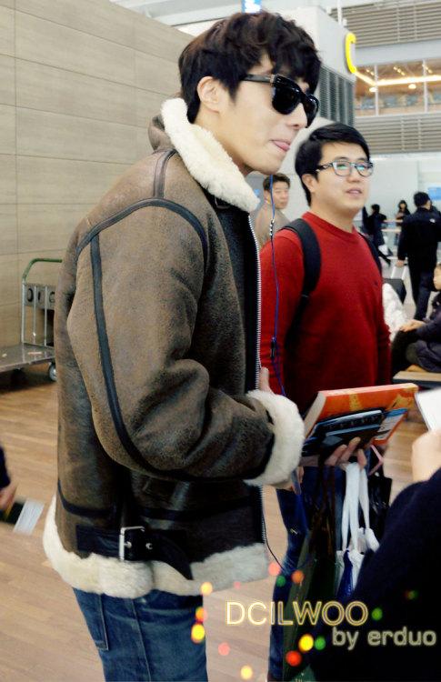 2013 2 22 Jung II-woo in Holika Holika Event in Myanmar (Airport Departing Seoul) 00003