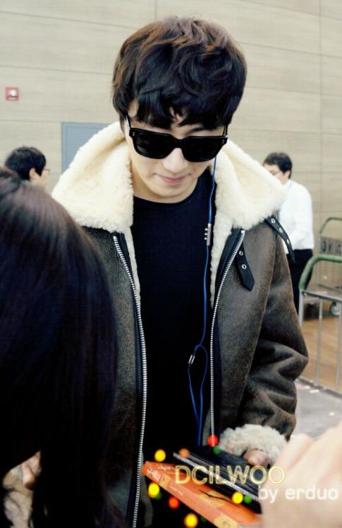 2013 2 22 Jung II-woo in Holika Holika Event in Myanmar (Airport Departing Seoul) 00009