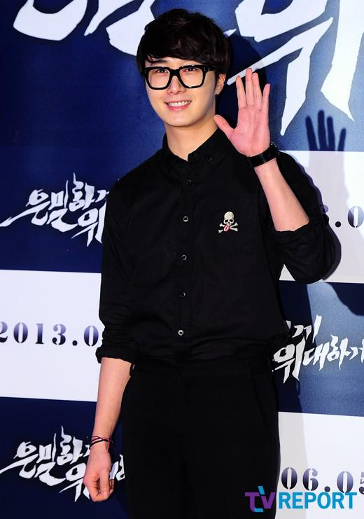 2013 5 Jung II-woo at the VIP Premiere of the Movie Greatly in Secret00009