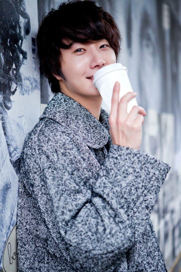 Jung II-woo at Taiwan Fan Meeting Photo holding Coffee cup 2012.jpg