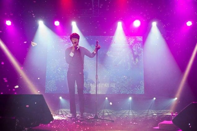 Jung II-woo at Taiwan's Fan Meeting 2012 12 8 Singing 00002