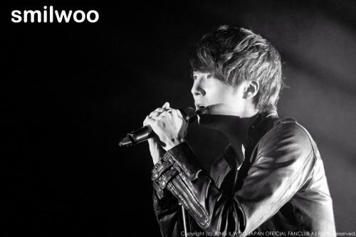 Jung II-woo at Taiwan's Fan Meeting 2012 12 8 Singing 00015