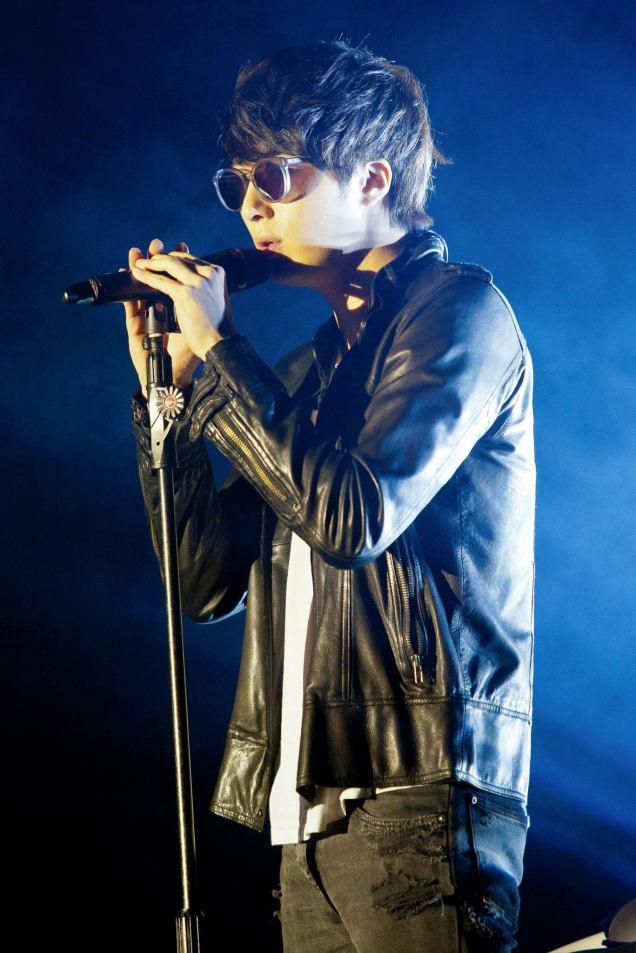 Jung II-woo at Taiwan's Fan Meeting 2012 12 8 Singing 00016