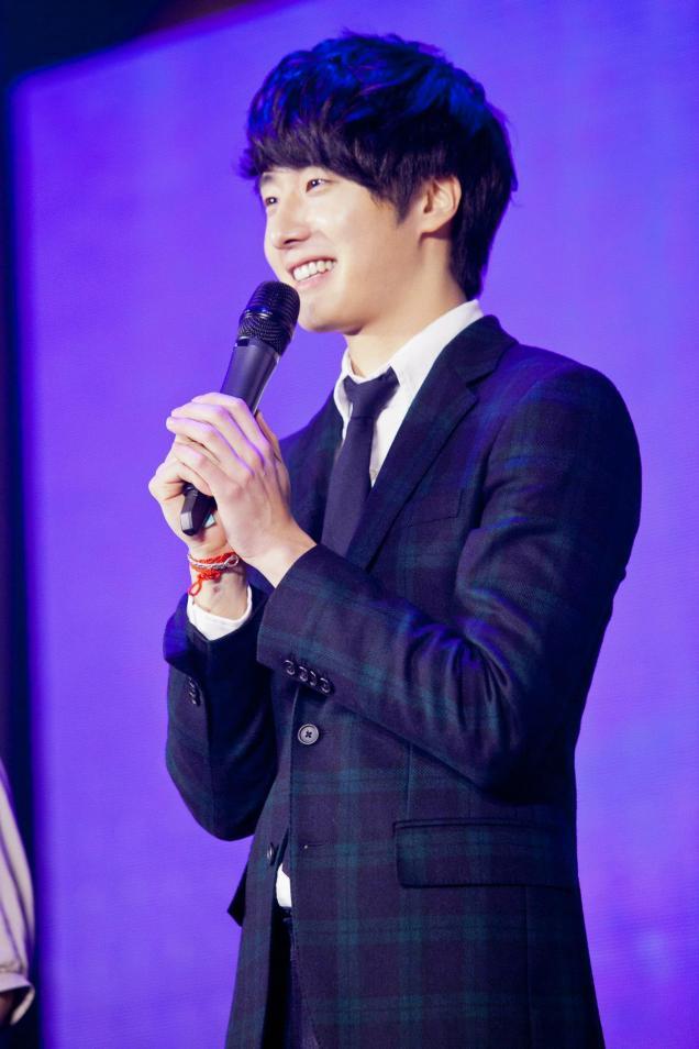 Jung II-woo at Taiwan's Fan Meeting 2012 12 8 Talking 00002
