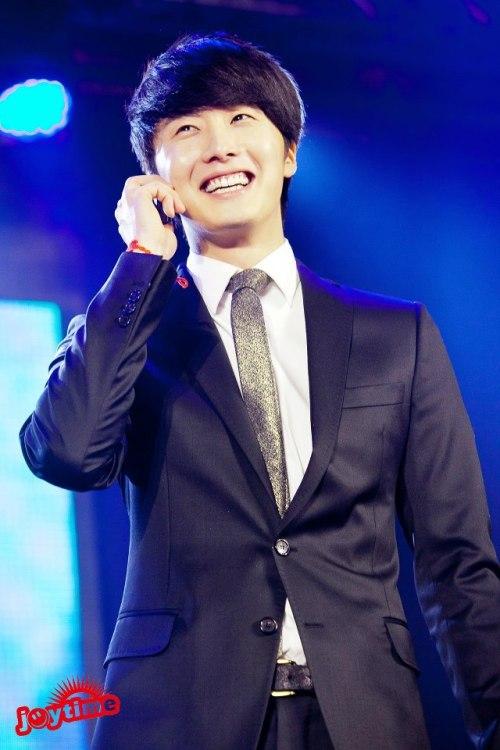 Jung II-woo at Taiwan's Fan Meeting 2012 12 8 Talking 00006