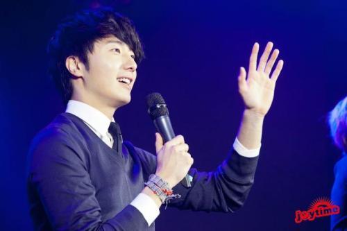 Jung II-woo at Taiwan's Fan Meeting 2012 12 8 Talking 00008