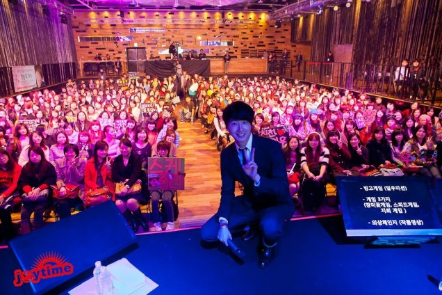 Jung II-woo at Taiwan's Fan Meeting 2012 12 8 With Fans00005