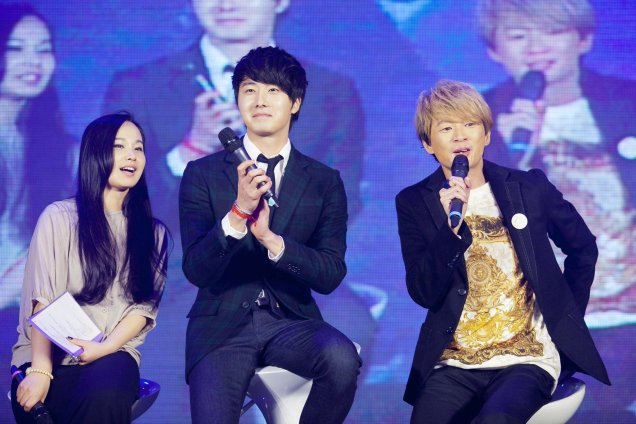 Jung II-woo at Taiwan's Fan Meeting 2012 12 8 With Host00012