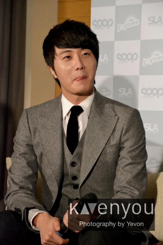 Jung II-woo at Taiwan's Press Conference 12 7 201200010