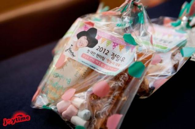 Jung II-woo at Taiwan's Press Conference Goodie bags 2012 12 700002.jpg