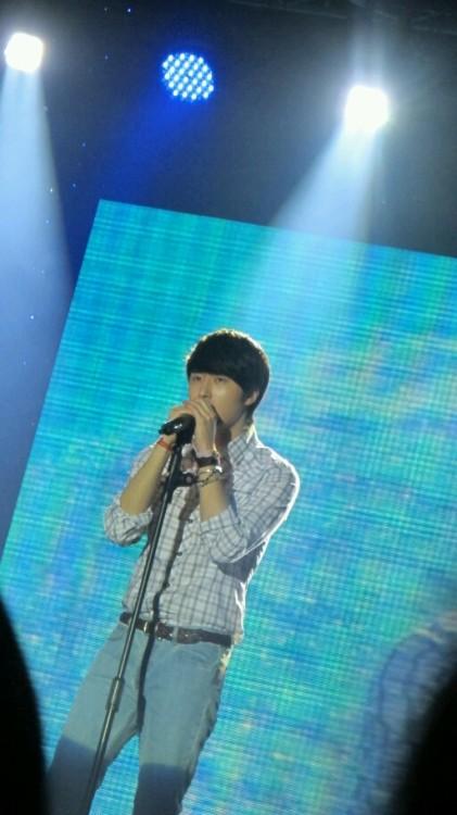 Jung II-woo Taiwan Fan MEet Singing Extra 2012 12.jpg