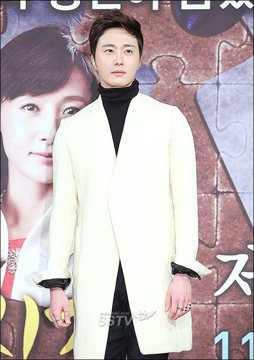 2013 10 31 Jung II-woo in the Golden Rainbow Press Conference 00005
