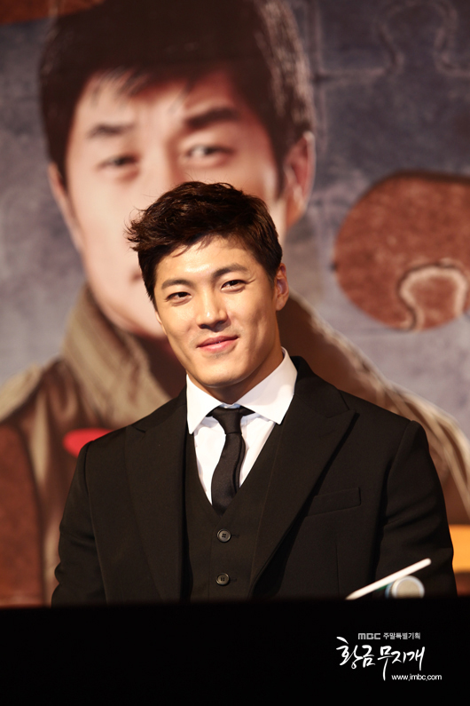 2013 10 31 Jung II-woo in the Golden Rainbow Press Conference 00018