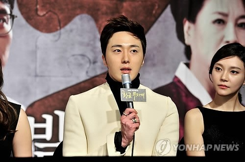 2013 10 31 Jung II-woo in the Golden Rainbow Press Conference 00042