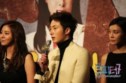 2013 10 31 Jung II-woo in the Golden Rainbow Press Conference 00043