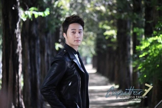 2013 10 Jung II-woo Golden Rainbow Poster Shoot Behind the Scenes Cr. MBC, Cupitter00005