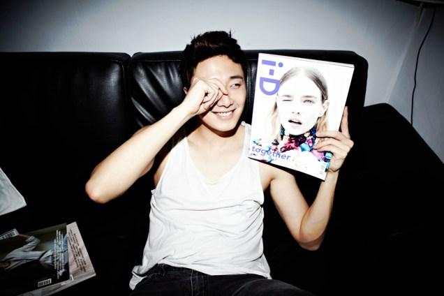 2013 10 Jung II-woo Rainbow Photo Shoot Part 4 Take a Rest00007