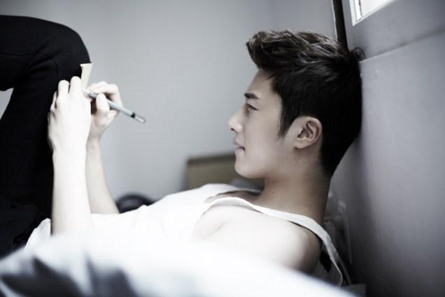 2013 10 Jung II-woo Rainbow Photo Shoot Part 4 Take a Rest00010