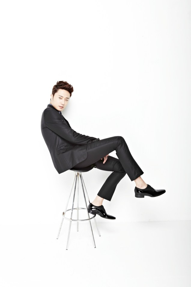 2013 10 Jung II-woo Rainbow Photo Shoot, Part 6 All about Jung II-woo. Cr. Kwon Yoon-sung00009