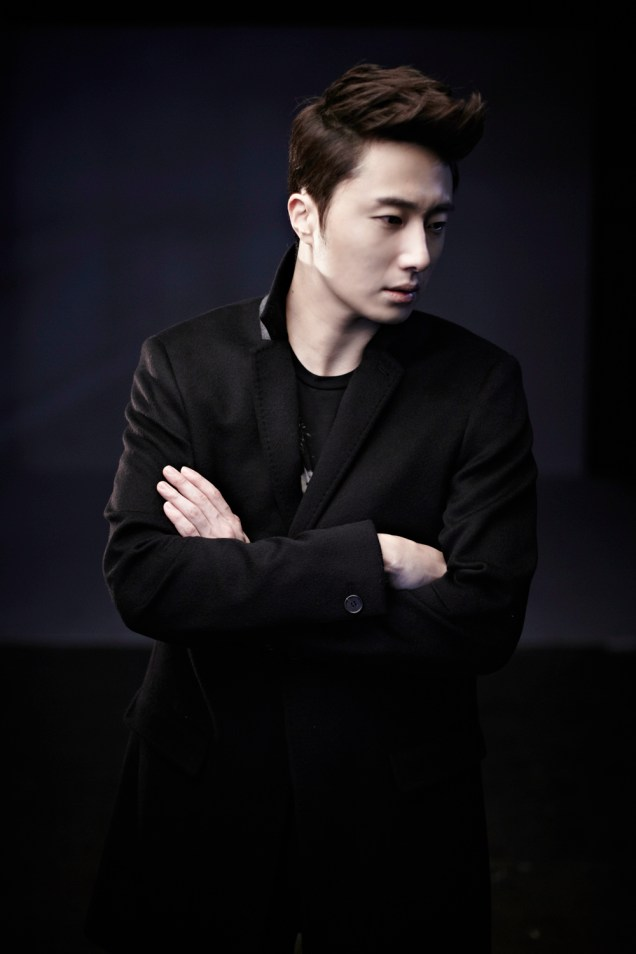 2013 10 Jung II-woo Rainbow Photo Shoot, Part 8 Black Jacket. Cr. Kwon Yoon-sung 00004