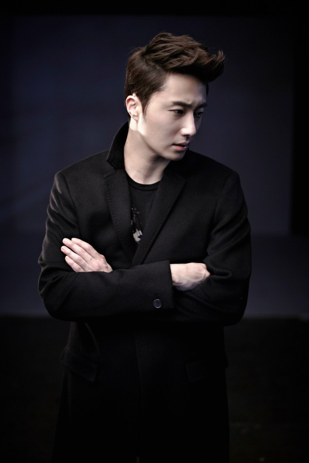 2013 10 Jung II-woo Rainbow Photo Shoot, Part 8 Black Jacket. Cr. Kwon Yoon-sung 00009