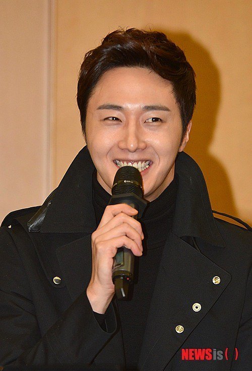 2013 11 7 Jung II-woo donates money for Hanyang University 10