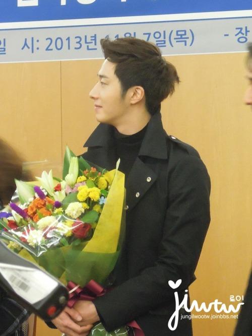 2013 11 7 Jung II-woo donates money for Hanyang University 12