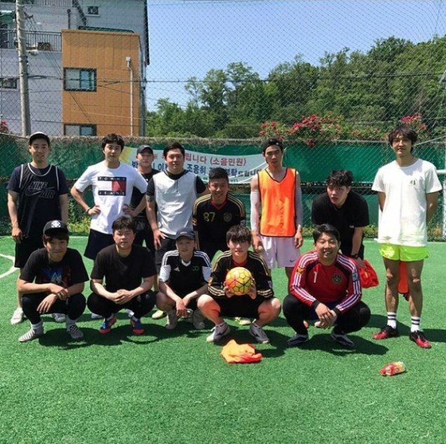 Jung II-woo , friends and soccer! Cheers!2