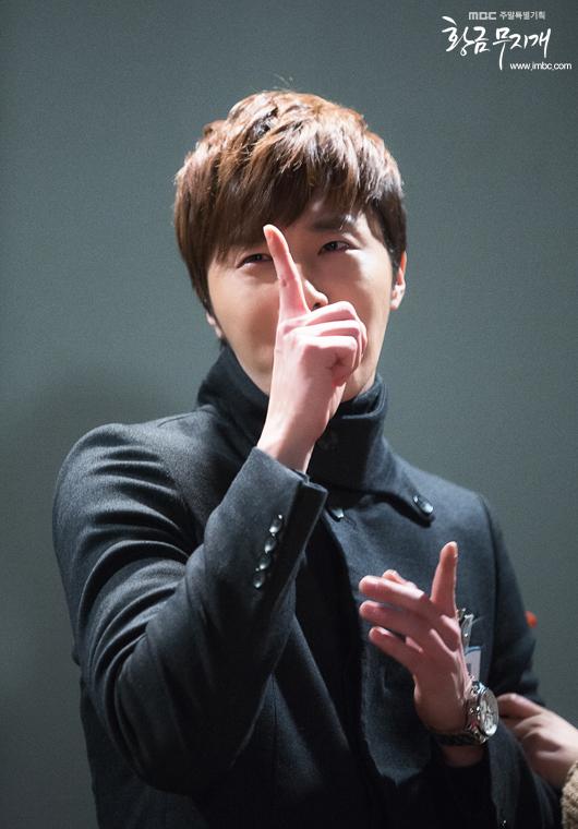 Jung II-woo in Golden Rainbow 2013 22